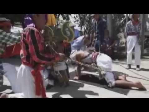 """Los """"gateadores"""" de Guatemala portan espinas para expiar sus pecados"""