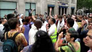 London Rathayatra 2010 - Jagannatha Swami Nayana Pata Gami Bhavatu Me