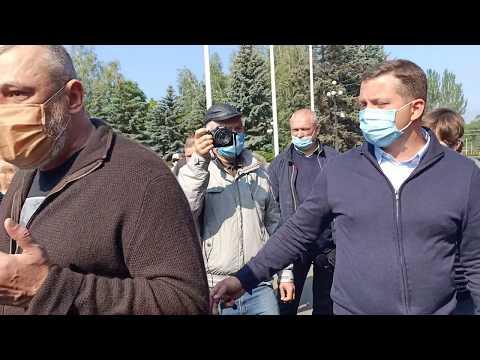 Николай Колесник беседует с представителями садовых товариществ Кривого Рога