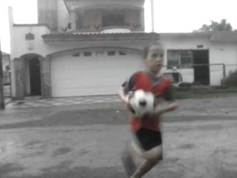 Cae Rayo A Ninos Jugando Futbol En La Calle Youtube