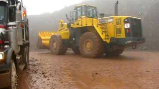 600 Komatsu Loader Loading Dump Trucks