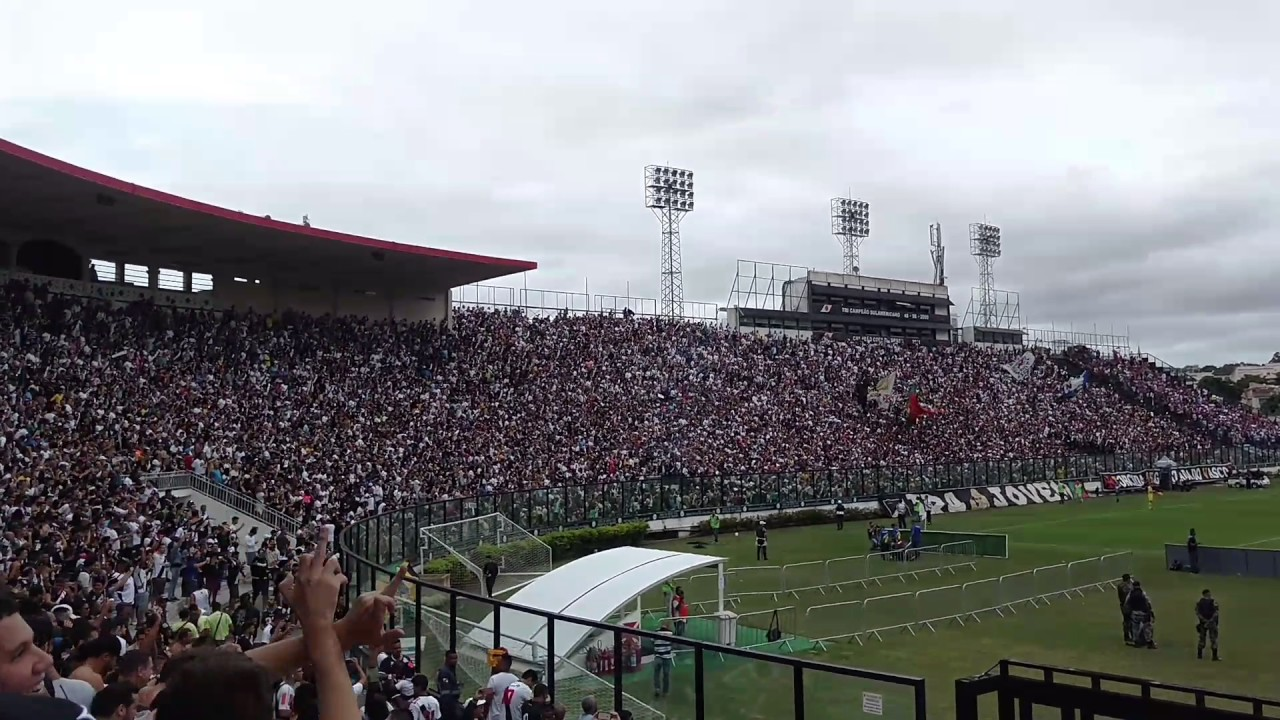 Torcida do Vasco cantando samba unidos da Tijuca (Vasco 2x1 Bahia  21.05.2017) 64bf60ee373c9