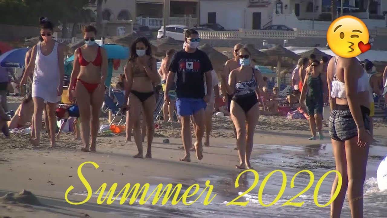 On the Spanish beach in August during the  epidemic  2020
