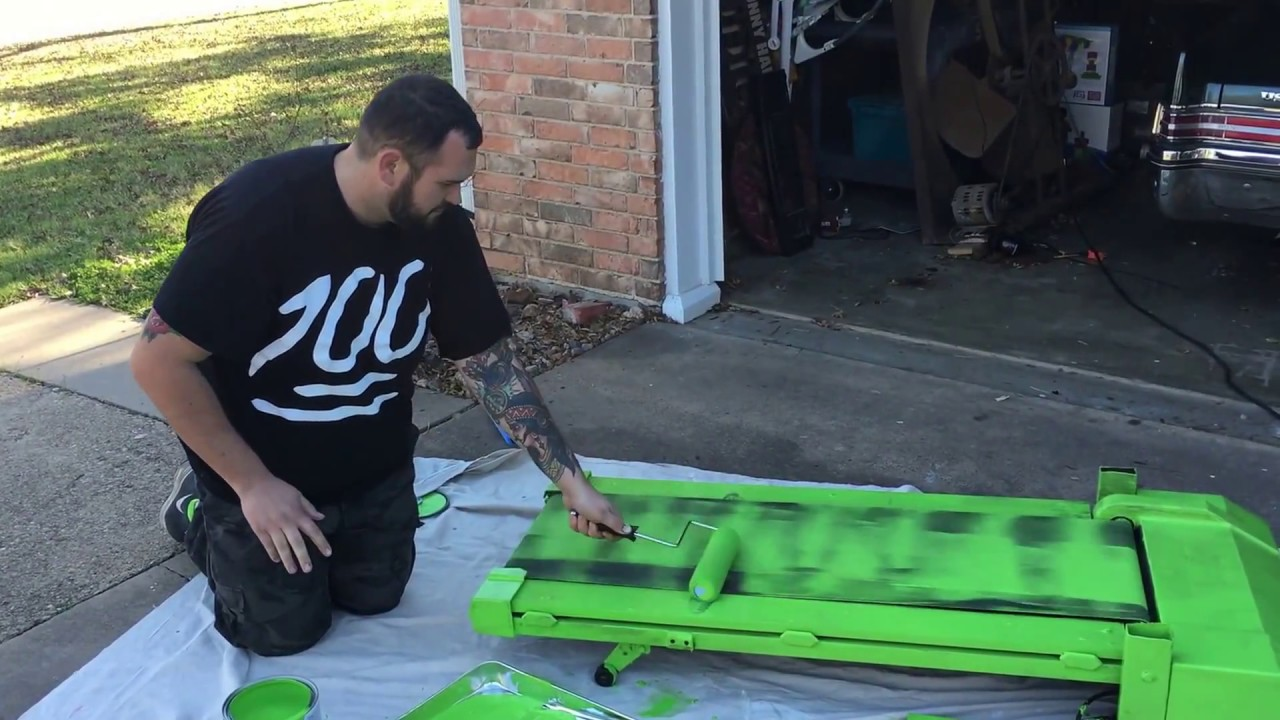 How to paint a treadmill for green screen - YouTube