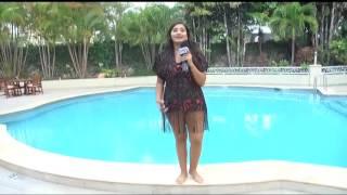 Rina Leal cumple el reto de modelar en traje de baño y luego darse un chapuzón #ElVeranoestaenHCH