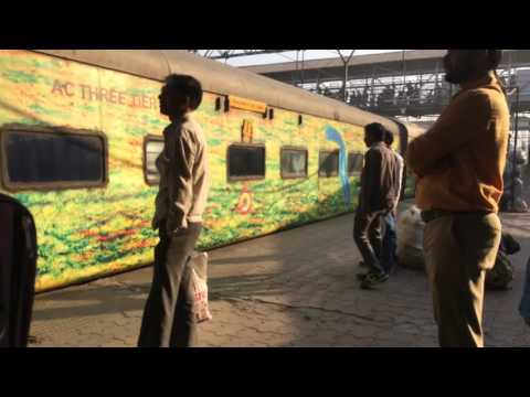 12171 Mumbai LTT - Haridwar AC Superfast Express Departing Kalyan Junction : Indian Railways