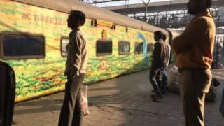 12171 Mumbai LTT - Haridwar AC Superfast Express Departing Kalyan Junction : Indian Railways