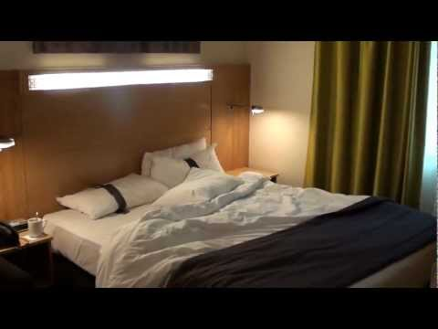 Holiday Inn Express Dubai Airport, UAE - Review of a King Room 244