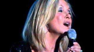 Olivia Newton-John - Promise (the Dolphin song) Arena Santiago 15 Noviembre 2010