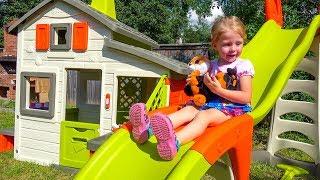 Щенячий Патруль строят дом Smoby с горкой для детей Paw Patrol toys build a kids house with a slide