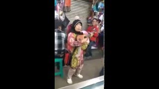 "Video ""SAMBALADO"" Pengamen ibu-ibu download MP3, 3GP, MP4, WEBM, AVI, FLV Desember 2017"