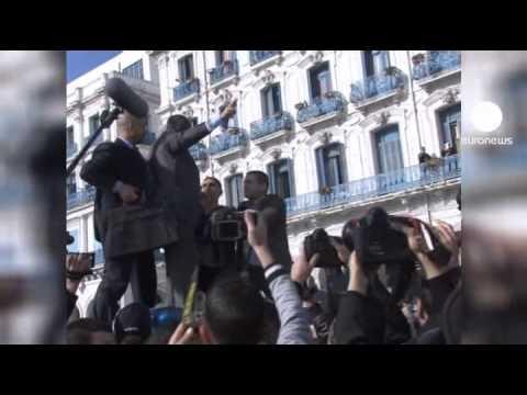 Algerian police prevent pro-democracy rally