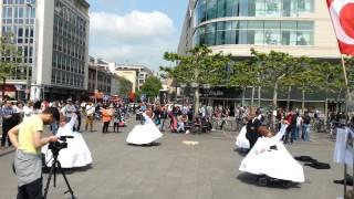 Dünyada İlk ve Tek Tekerlekli Sandalyade Engelli Sema Sokak Gösterisi Almanya Turnesi Zeli Meydanı
