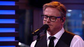 Guus Meeuwis ontroert met Toen Ik Je Zag - RTL LATE NIGHT