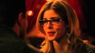 Arrow: Oliver & Felicity Hot Scene!