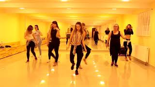 Szkola tanca Krok Po Kroku - LADIES - Bachata solo choreography - Natalia Krol