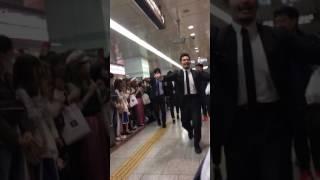 名駅に菅田将暉おった.