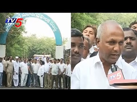 Contractors Protest In Front Of GHMC Office | Hyderabad | TV5 News