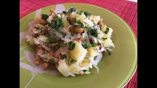 Постный салат с квашеной капустой и маринованными опятами