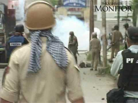 Students of GM College, MPML HSS school Srinagar clash with forces