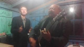 Pr. Geraldo louvando na sua congregação Ass De Deus Pentcostal Do Brasil
