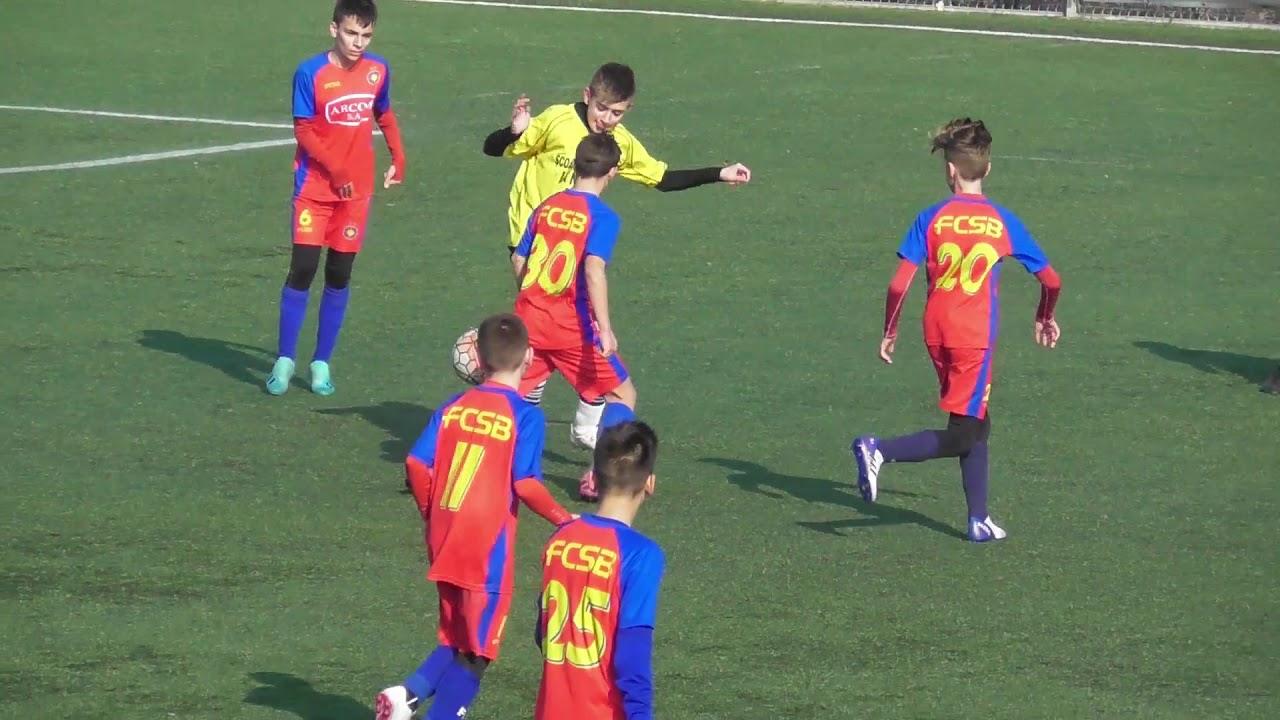 Sute de suporteri ai FC Argeş, supăraţi pe Nicolae Dică ... |Fcsb- Fc Arges