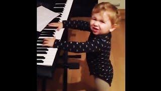 du ahnst nicht, wie er klavier spielt...