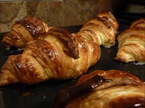 croissants au beurre et pains au chocolat faits maison