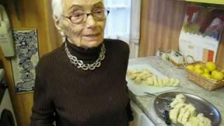94-year-old Vera makes us Czech dumplings (knedliky)