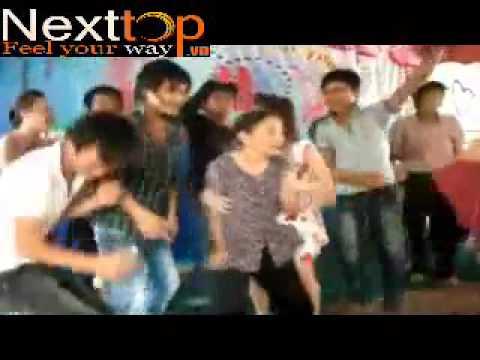 Video  Cụ bà U70 nhảy  tưng bừng  nhạc sàn tại đám cưới quê   Báo Giáo dục Việt Nam