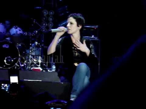 "The Cranberries - ""Ode To My Family"" + ""Free To Decide"" (Lima 