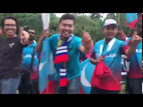 Malaysia election 2018: Mahathir Mohamad supporters celebrate victory