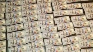 Man turns in $10,000 cash found in purse on NYC subway platform