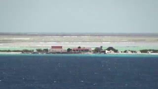 ベネズエラ沖合にあるオランダ領の島、ボネール島。クルーズ船からの眺め。