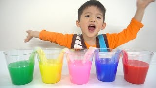 Xavi observes water absorption phenomenon with paper