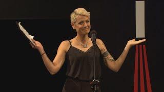 Na Stojáka - Adéla Elbel - Proč jsou blondýny lepší?