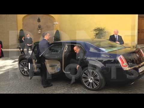 Elizabeth II arrives in the Vatican for her meeting with Pope Francis