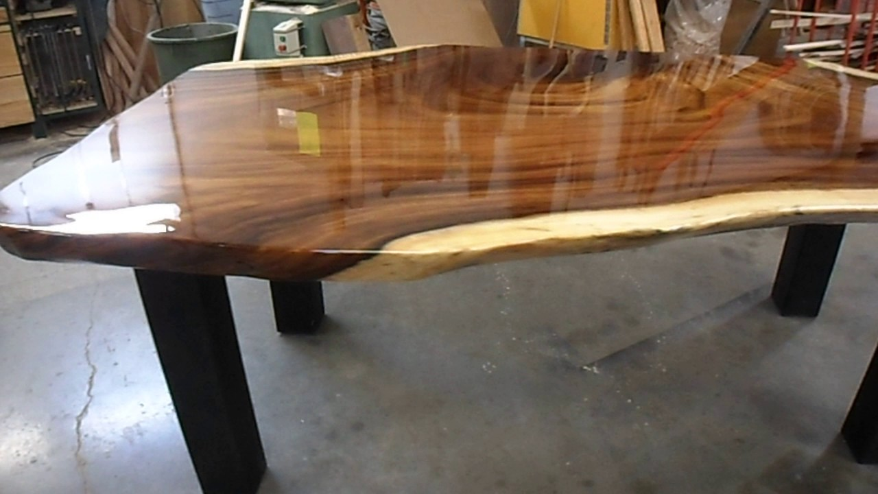 table en parota finition a l epoxy