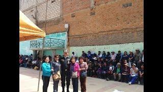 EN TARMA POLICÍAS RECIBEN SORPRESIVO SALUDO DE PROFESORES EN HUELGA.