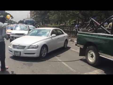 A motorist refuses to have his car towed by a breakdown truck on Kenyatta Avenue Nairobi