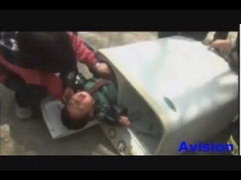 Rescue sauvetage d 39 un b b de 2 ans coinc dans un lave - Laver un bebe dans une douche ...