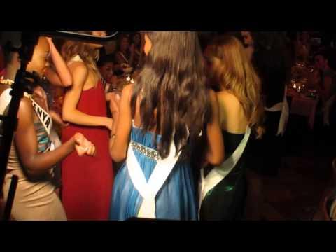 "Miss Universe & Colombia Paulina Vega Dance to ""La pollera colorá"""
