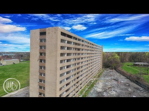 Abandoned Building Exploration - Burnt Abandoned Cars (Huron Place Apartments)