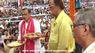Sadguru Shree Aniruddha performing poojan on Lord Rama