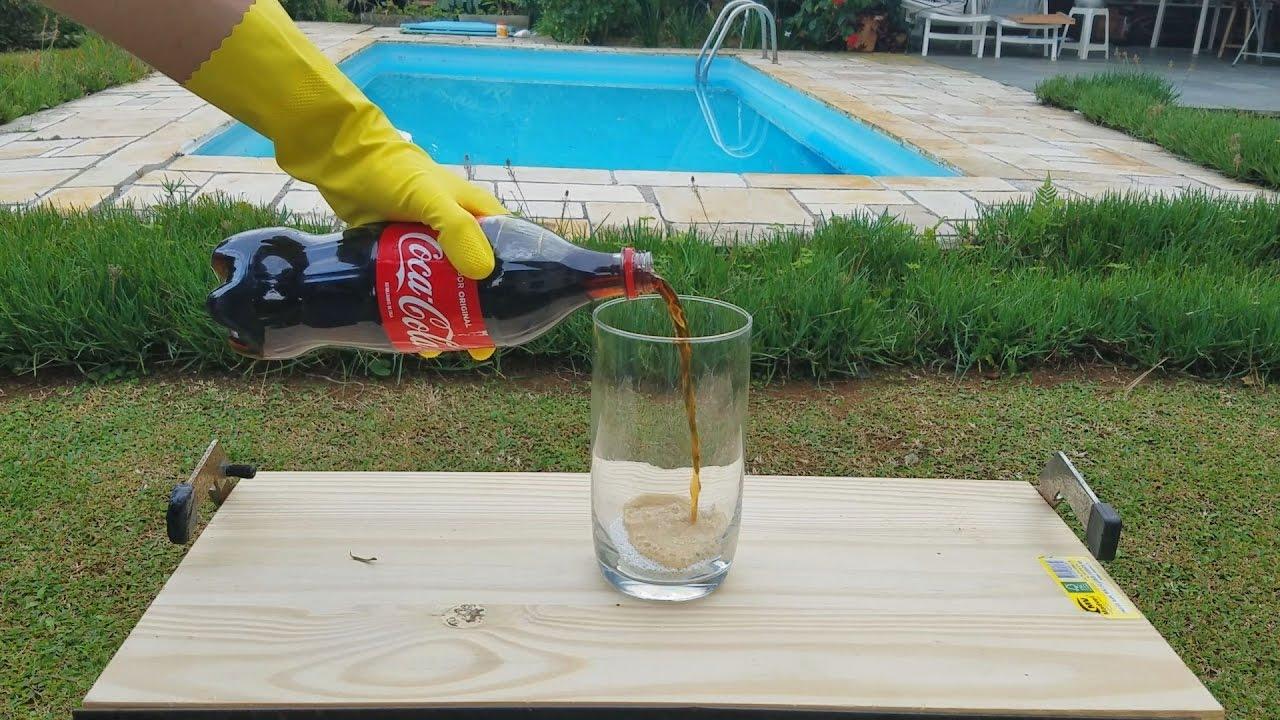 Nunca coloque coca no cloro de piscina ou isso pode for Piscina de coca