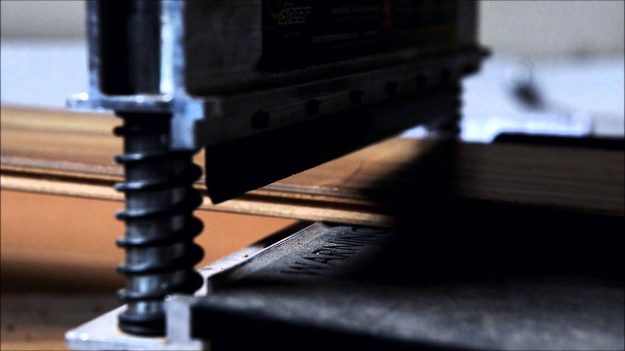 Eenvoudig laminaat snijden met de Laminaatsnijder   YouTube