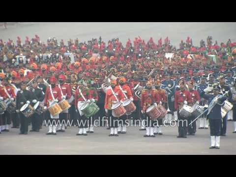 Indian martial bands play 'Sare Jahan Se acha Hindustan Hamara' : Beating Retreat Ceremony, Delhi