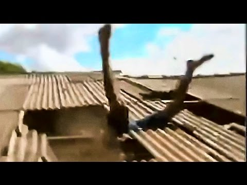 Thief And His Pursuers Fall Through Roof Very Funny Youtube