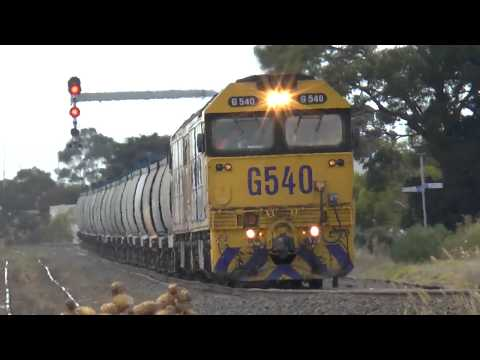 Freight Trains at McIntyre Loop in Melbournes West - Australian Train Spotting