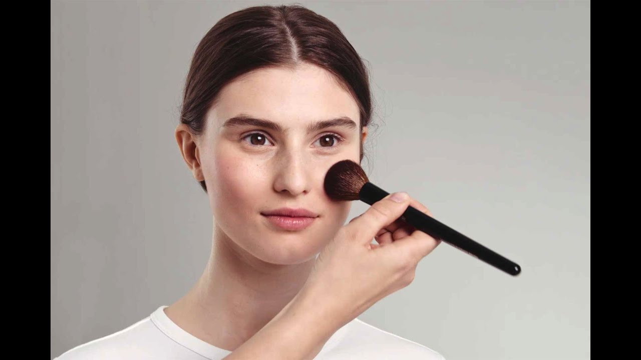 H&M Beauty: 6 makeup brushes everyone should have